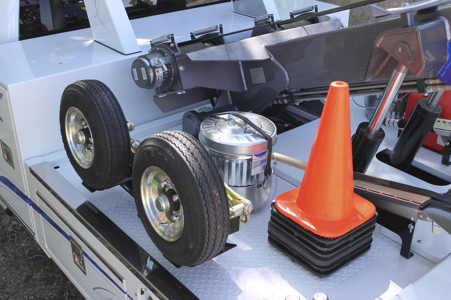 ITD1180 28 Inch Deck Mounted Cone Holder 1500